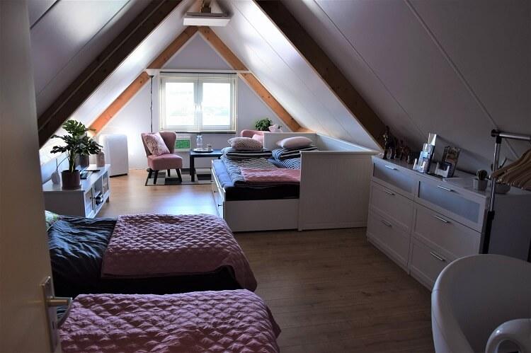 2 losse bedden en een tweepersoonsbed
