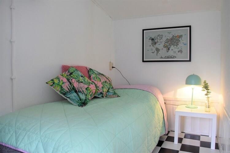 Vakantiehuisje in Drenthe kleine slaapkamer