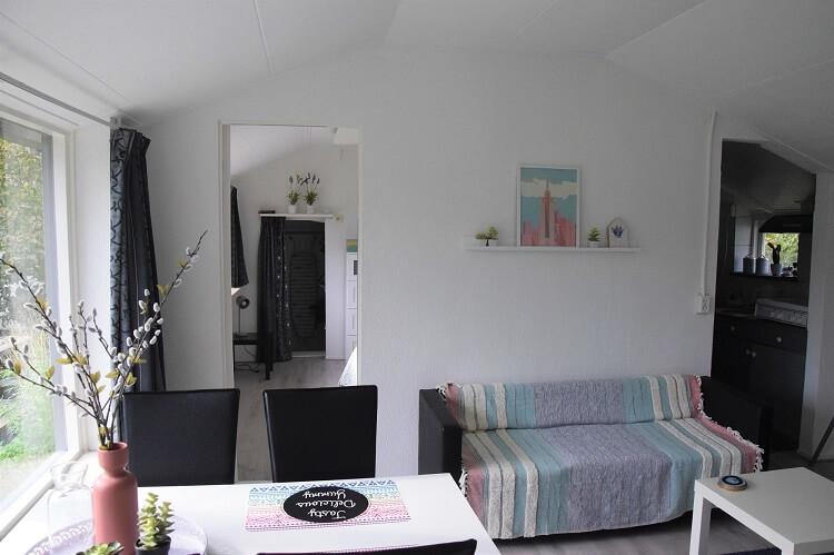 Vakantiehuisje in Drenthe ingang naar de slaapkamer
